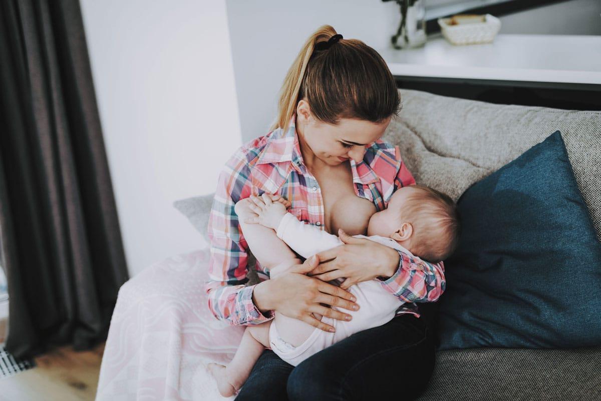 Las ventajas de la lactancia materna para la madre y su bebé, según la OMS