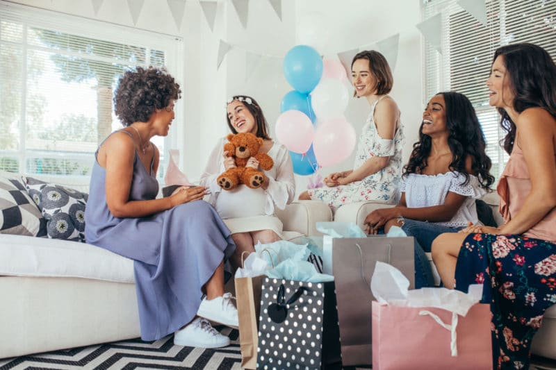 10 juegos divertidos para animar un baby shower