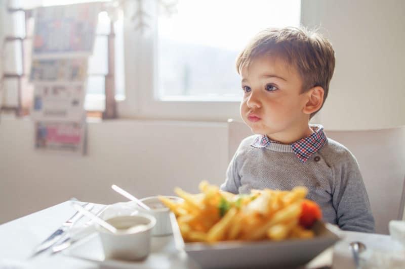 3 cosas extrañas (pero normales) que hacen los niños de 3 años
