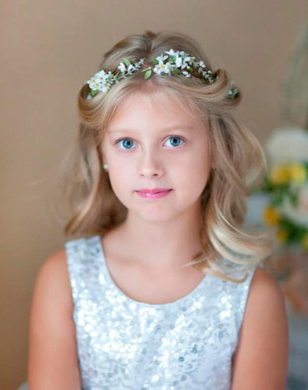 Peinado comunión niña Pelo suelto con diadema