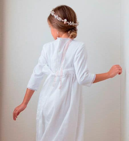 Peinado comunión niña Recogido bajo estilo bailarina