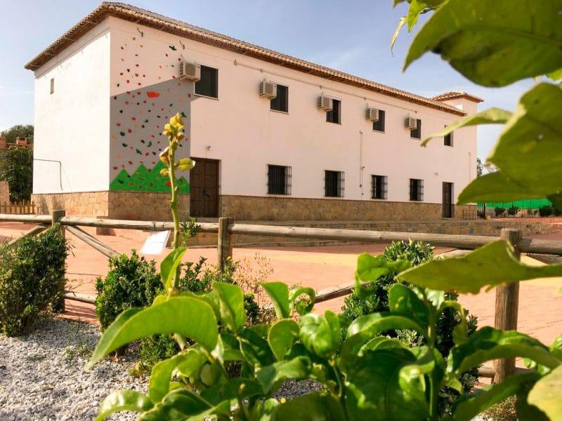 Conviven: Albergue y Espacio Ecocultural, en Viñuela, Málaga