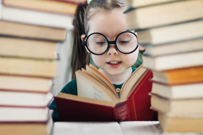Los 7 mejores booktubers españoles para motivar a los niños a leer