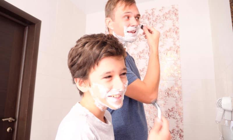 Primera maquinilla de afeitar para adolescentes