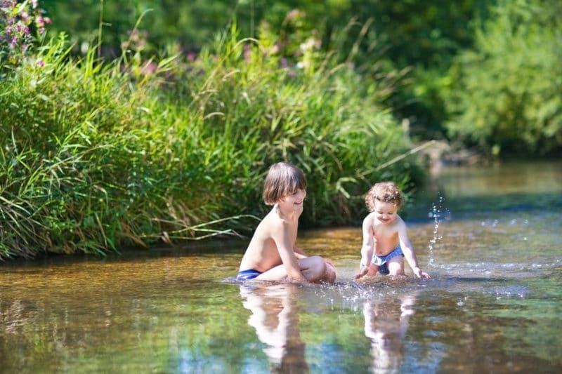 Los 10 mejores ríos para bañarse con niños en España