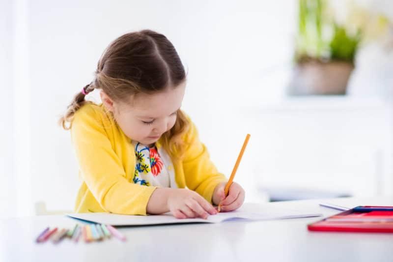 A qué edad aprenden a escribir su nombre