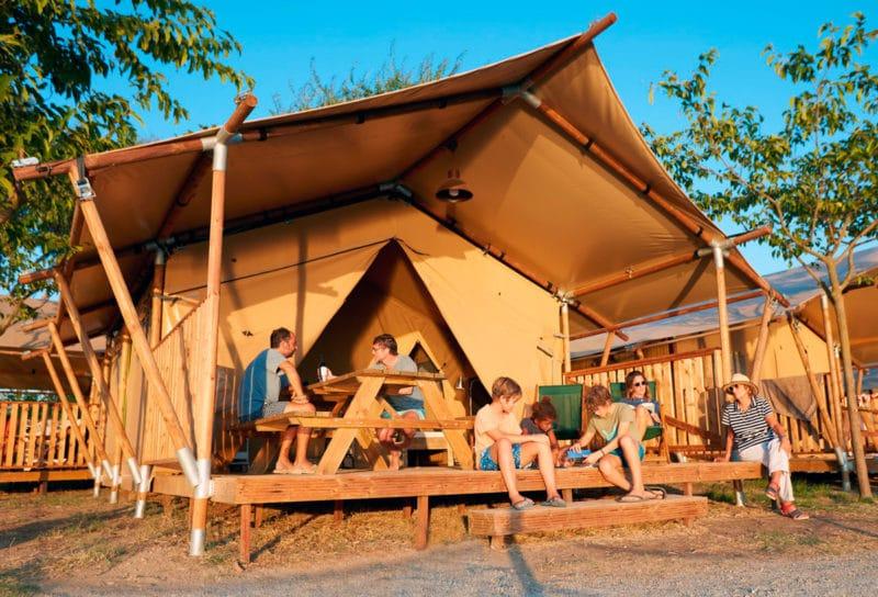Camping Nautic Almata, en Castelló d'Empúries, Girona