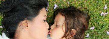 Besos y abrazos